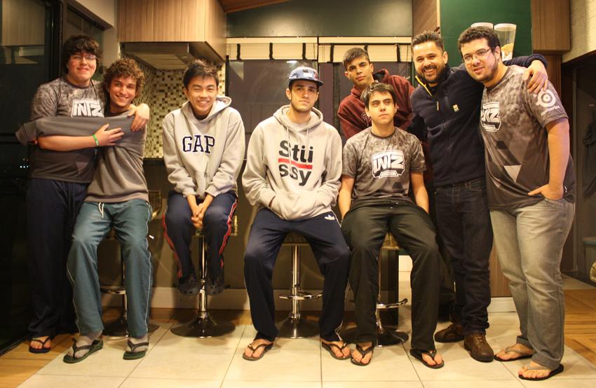 MicaO, Yang, Lucas, Tockers, Rogerio, Djoko e atrás Guilherme.